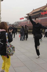 Like many young people, Yanis loves traveling. When touring Tian'anmen, he asks a friend to take a photo of him in a martial arts pose.